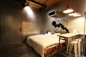 舒美行旅房間的床