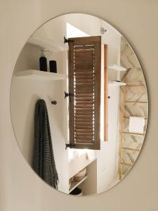 Uma casa de banho em Ronda Center Apartments with Pool