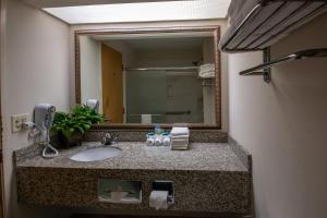 A bathroom at Moncks Corner Inn