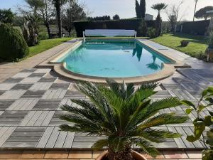 The swimming pool at or near Chambre D'hotes Maranje