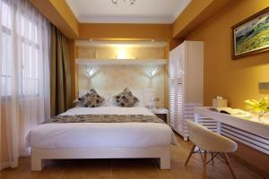 A bed or beds in a room at Care Hotel Coast Collection