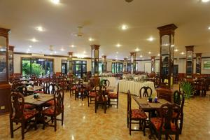 A restaurant or other place to eat at Lucky Angkor Hotel & Spa