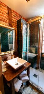 A bathroom at Hôtel Renaissance