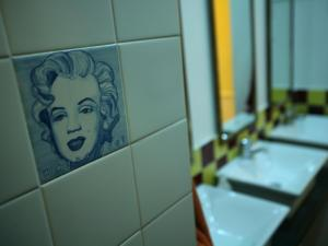 A bathroom at Travellers House - Hostel