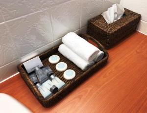 A bathroom at Matador Motor Inn