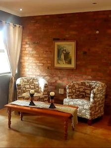A seating area at Maretlwane Guesthouse