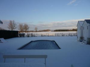 Het zwembad bij of vlak bij charming holiday home casa-cosi with private sauna