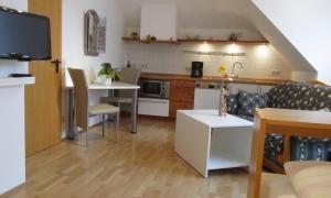 A kitchen or kitchenette at Land-gut-Hotel Lohmann