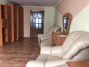 A seating area at Taemnytsya Gir