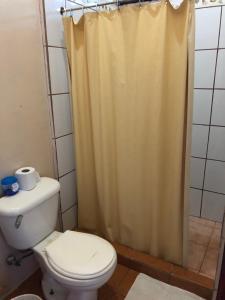 A bathroom at Tortuguero Hostel & Backpackers