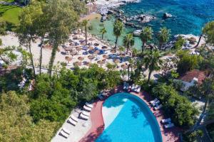 Vista sulla piscina di Arbatax Park Resort - Cottage o su una piscina nei dintorni