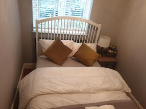 A bed or beds in a room at Arsenal Highbury & Islington Beautifully Presented