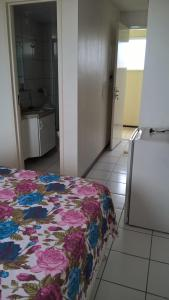 A bed or beds in a room at Apartamento praia de iracema