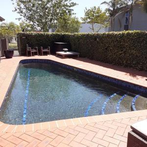 The swimming pool at or near Quantum Lodge Motor Inn
