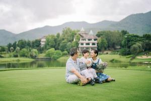 ครอบครัวซึ่งเข้าพักที่ กัซซัน ขุนตาน กอล์ฟ แอนด์ รีสอร์ท Gassan Khuntan Golf & Resort