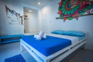 A bed or beds in a room at Mad Monkey Hostel Boracay