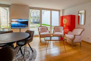 Ein Sitzbereich in der Unterkunft ANA Living Augsburg City Center by Arthotel ANA