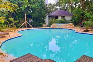 A piscina localizada em Romantic Beach Villas ou nos arredores