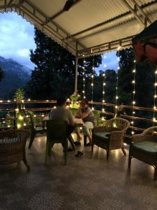 A restaurant or other place to eat at La Bougainvillea Retreat