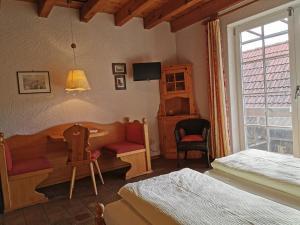 Ein Sitzbereich in der Unterkunft Gästehaus im Malerwinkel-Rhodt