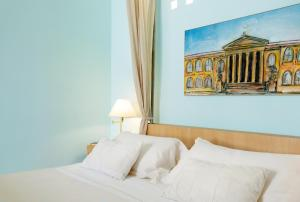 A bed or beds in a room at Hotel Palazzo Brunaccini