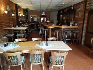 Ein Restaurant oder anderes Speiselokal in der Unterkunft Hotel Arkona