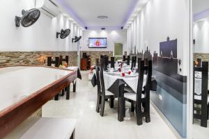Un restaurante o sitio para comer en Hostal Habana Boulevard