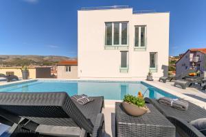 Bazén v ubytování Villa Amazing View nebo v jeho okolí