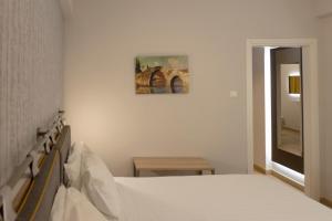 Ένα ή περισσότερα κρεβάτια σε δωμάτιο στο Pan Hotel