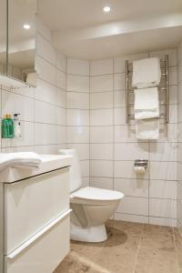 Ein Badezimmer in der Unterkunft Hotell Breda Blick