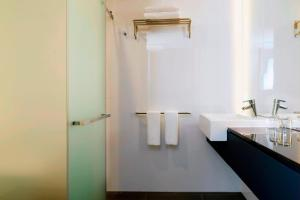 A bathroom at Four Points by Sheraton Brisbane