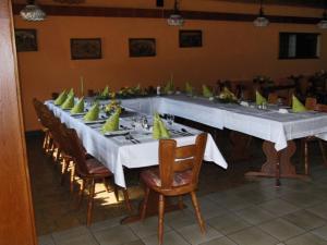 Een restaurant of ander eetgelegenheid bij Hotel Moselkern