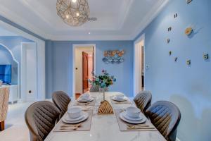 A restaurant or other place to eat at Durrani Homes - Souk Al Bahar 2BR Besides Burj Khalifa & Dubai Mall