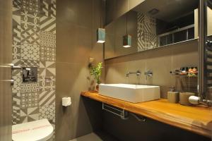 Ένα μπάνιο στο Ganimede Hotel, Galaxidi
