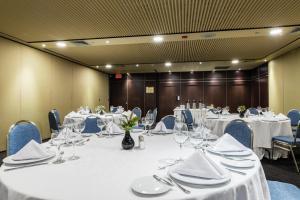 ホテル インターコンチネンタル メデジンにあるレストランまたは飲食店