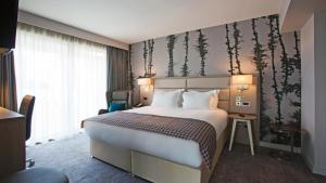 A bed or beds in a room at Holiday Inn Manchester - City Centre