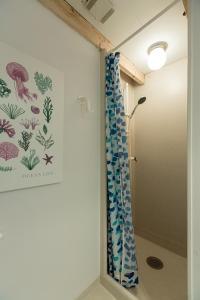 Et badeværelse på The White House B&B