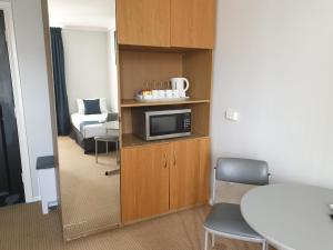 A kitchen or kitchenette at Adelaide Pulteney Motel