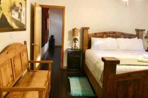 A bed or beds in a room at The Cove BNB