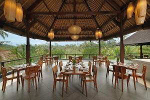 A restaurant or other place to eat at Puri Sebali Resort