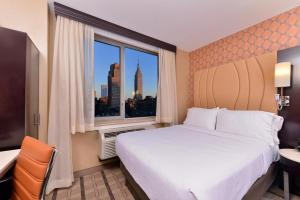 A bed or beds in a room at Holiday Inn New York City - Times Square, an IHG Hotel