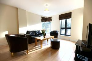 A seating area at Lodge Drive Serviced Apartments