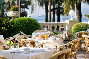 A restaurant or other place to eat at InterContinental Carlton Cannes
