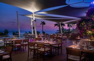 En restaurang eller annat matställe på Amathus Beach Hotel Limassol