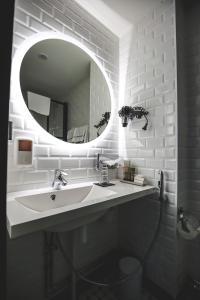 Kylpyhuone majoituspaikassa Boutique Hotel Yöpuu
