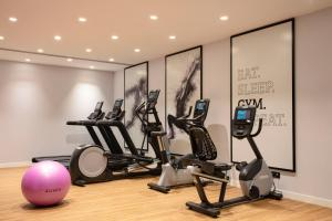 The fitness center and/or fitness facilities at Hilton Garden Inn Paris Orly Airport