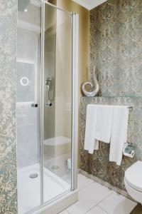 A bathroom at Garden Boutique Hotel