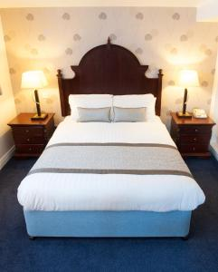 A bed or beds in a room at De Vere Tortworth Court