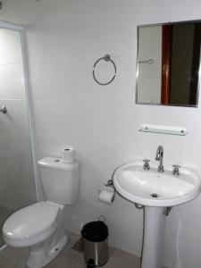 Um banheiro em Sallimas Hotel