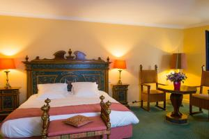 A bed or beds in a room at Hôtel & Spa Greuze - Room Service Disponible
